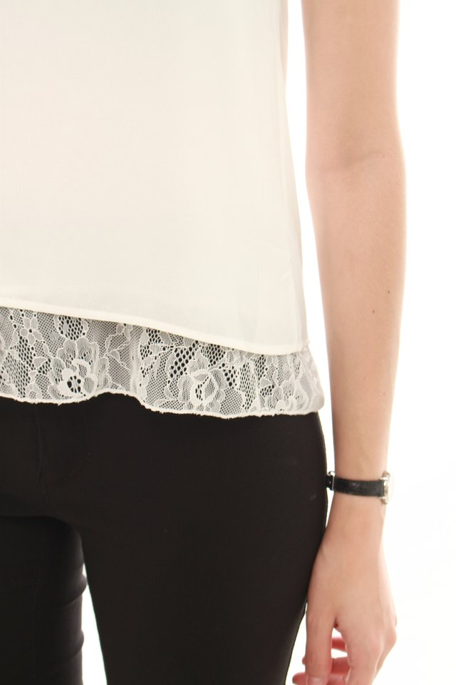 *BACK IN STOCK* ACW Lace Trimming Top in White