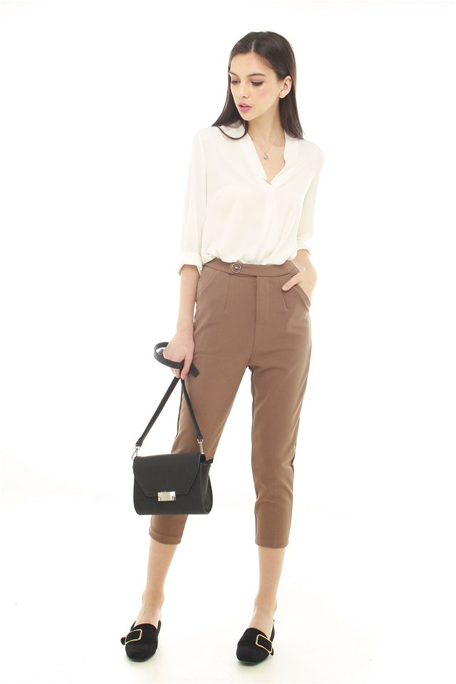 Buckle Fitted Trousers in Brown
