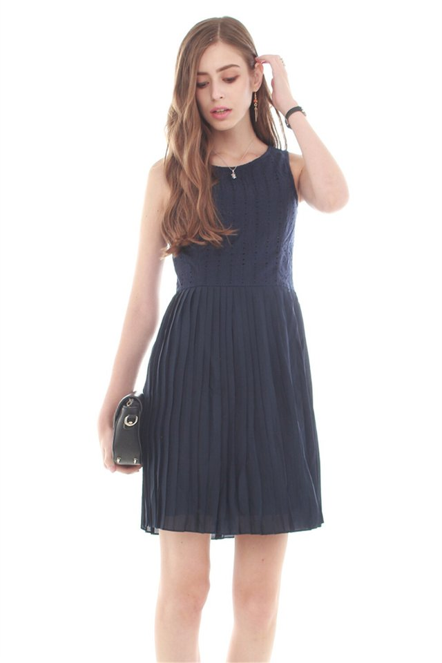 Crotchet Pleating Work Dress in Navy