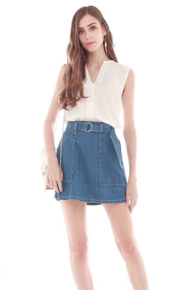 Sleeveless Crepe Blouse in White