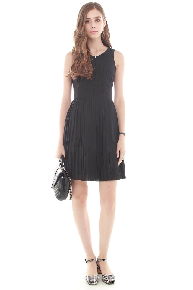Crotchet Pleating Work Dress in Black