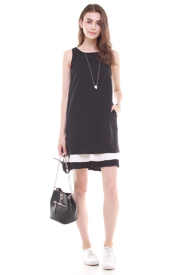 Double Pleat Colourblock Shift Dress in Black