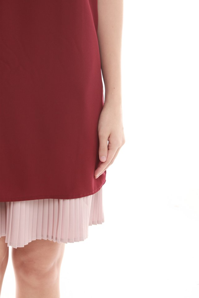Layered Pleats Colourblocking Shift Dress in Wine